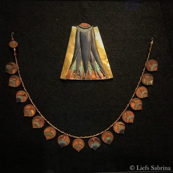 Sluitplaat van kraag (Thoetmosis III), halsketting (Djehoety) Copyright